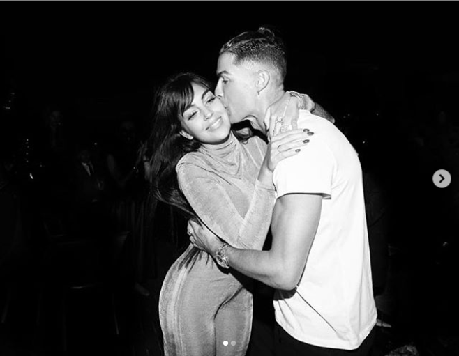 Cristiano Ronaldo and his partner Georgina Rodriquez lock lips together as they celebrate the New Year (photos)