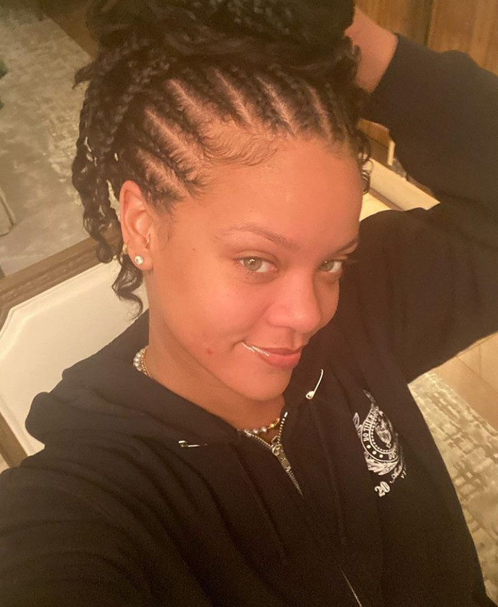 Rihanna looks like a fresh-faced teenager in her first selfie of the year