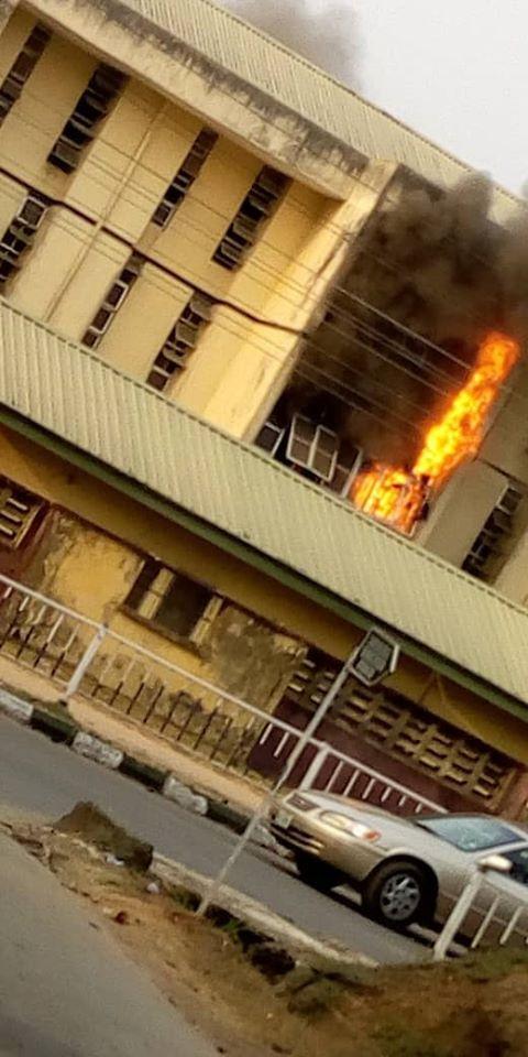 MOUAU male hostel razed down by fire (video)
