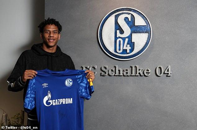 Schalke confirm signing of Barcelona