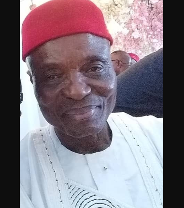 Moment kidnappers led police to the decomposing body of billionaire businessman and owner of Fireman Generator Chief Ignatius Odunukwe who was abducted and killed ( Graphic video)