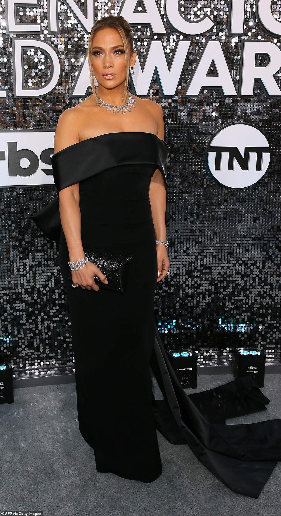 Jennifer Lopez dazzles in $9M worth of diamonds at SAG Awards (Photos)