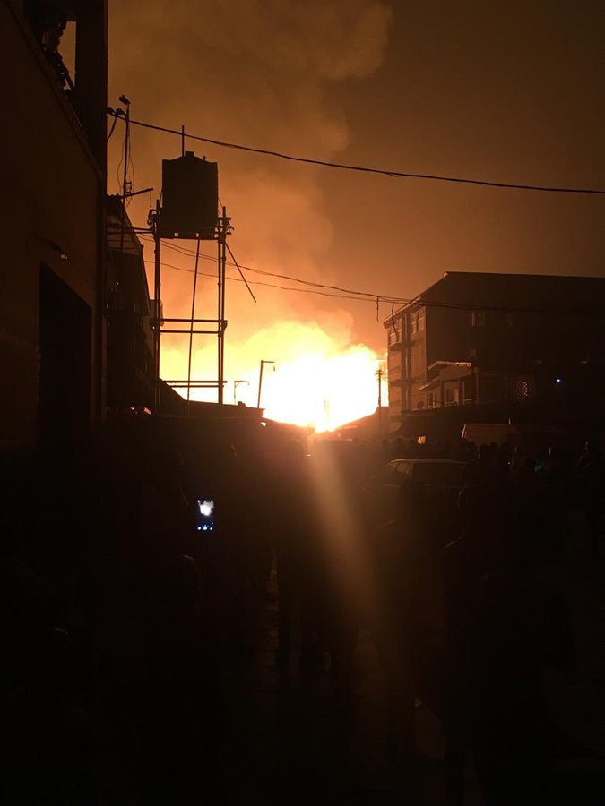Amu market in Mushin on fire (videos)