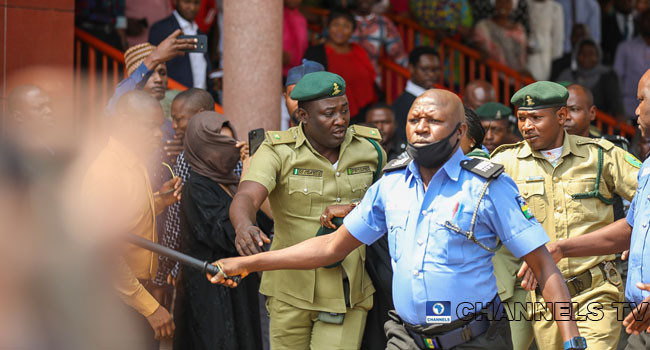Maryam Sanda wails, attempts to flee after court sentenced her to death by hanging for killing her husband (photos)