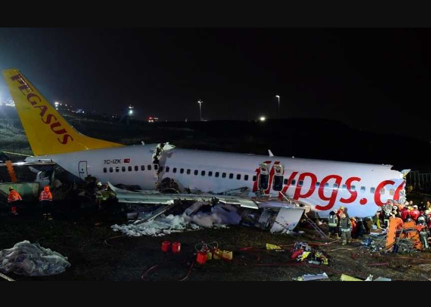 Update: Three people confirmed dead with many injured after plane?skids off runway and breaks into pieces in Istanbul
