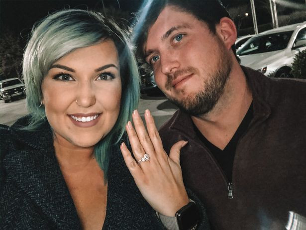 Couple fake engagement to get free drinks from strangers in bars (Video)