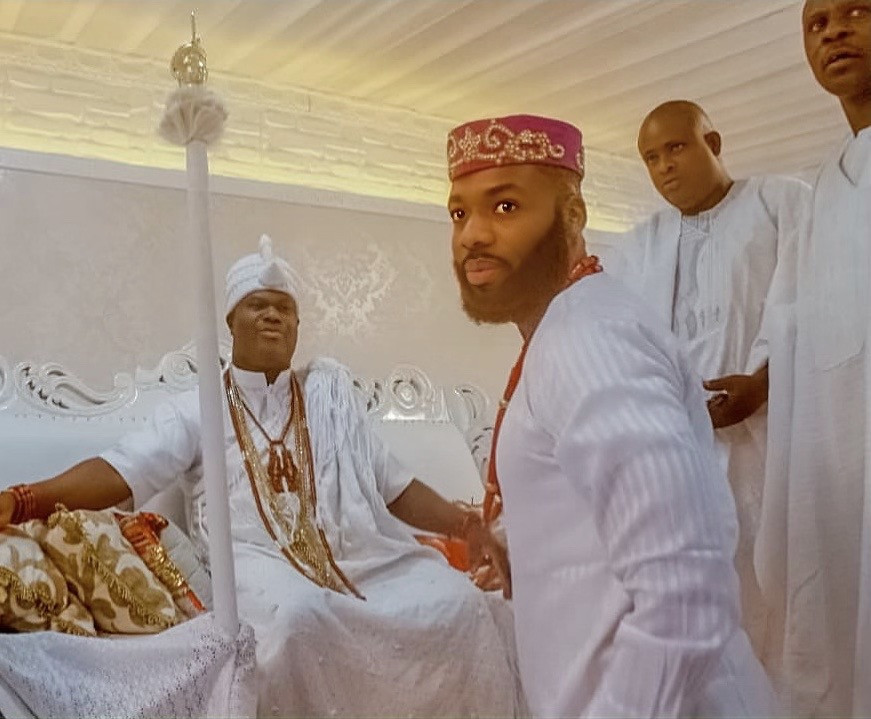 Celebrity fashion entrepreneur Swanky Jerry pays courtesy visit to the Ooni of Ife, Oba Adeyeye Enitan Ogunwusi