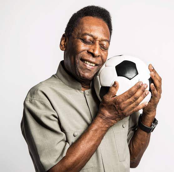 Pele, 79, is depressed and embarrassed to leave his house - Brazilian legend