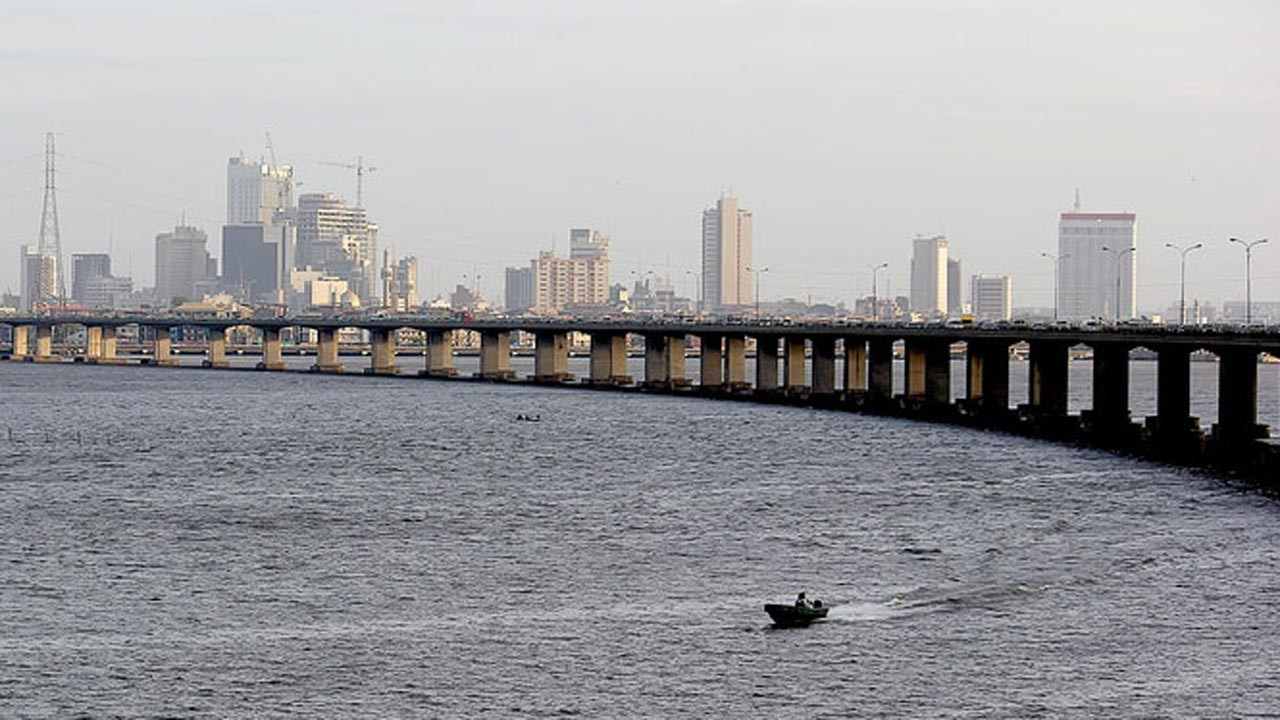 Man jumps from Third Mainland Bridge into lagoon