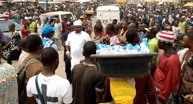 DANGOTE TRUCK SETS ABLAZE BY SOME ANGRY MOB IN OGUN STATE