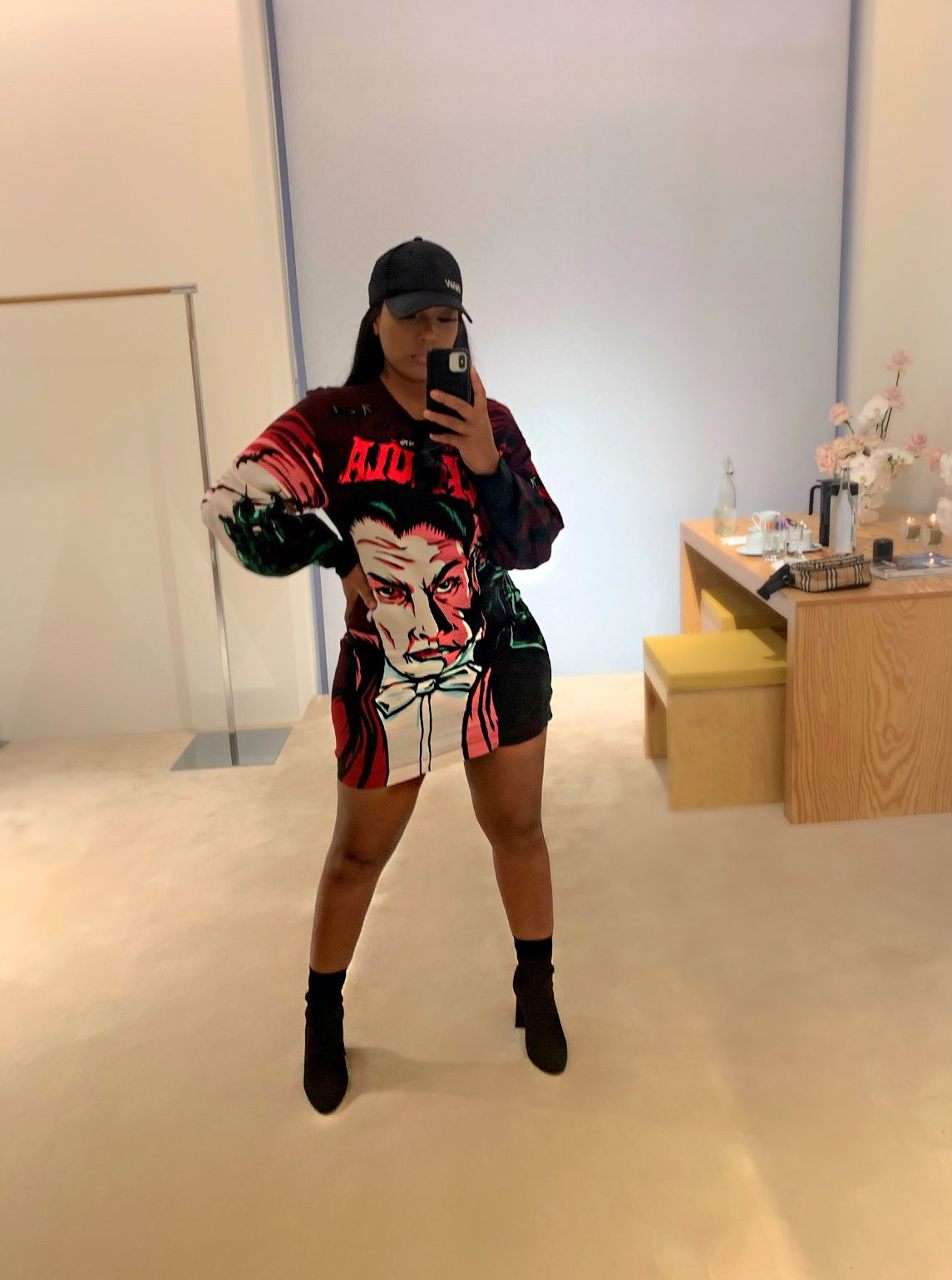 Burna Boy and his girlfriend Stefflon Don pack on the PDA in new photo