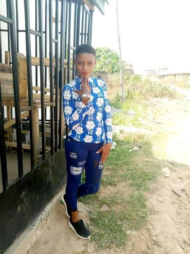 Two yahoo boys, native doctor, kidnapper burnt alive in Edo State for allegedly killing 17-year-old girl (graphic photos)