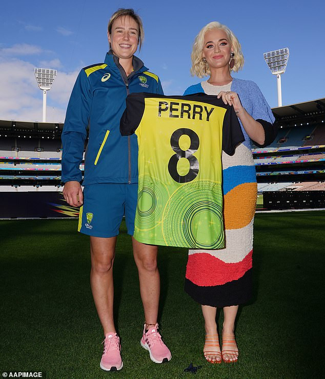 Pregnant Katy Perry flaunts her growing baby bump at T20 World Cup 2020 event in Melbourne (photos)