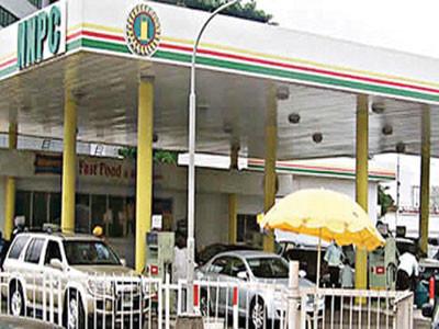 FG Reduces Petrol Pump Price To N125/litre