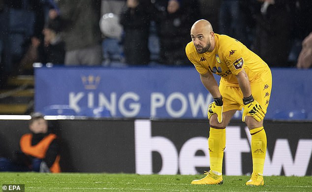 Aston Villa goalkeeper Pepe Reina self-isolating after showing coronavirus symptoms