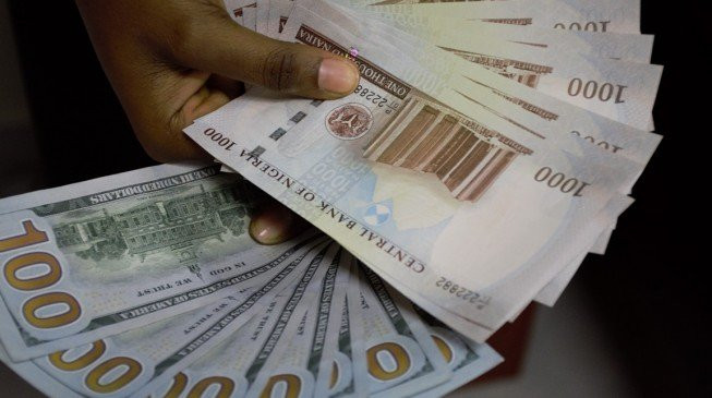 Naira crashes, now exchanging at N412 for a dollar