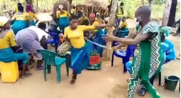 Umuada meeting dispersed with cane by Coronavirus taskforce (video)