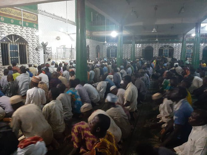 300 angry Muslims observing their prayers at Agege Central Mosque attack Lagos state govt Coronavirus taskforce (photos)