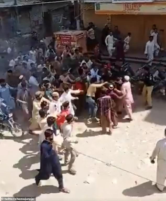 Muslims in Pakistan clash with police outside a mosque as they try to enforce Coronavirus lockdown during Friday prayers (video)