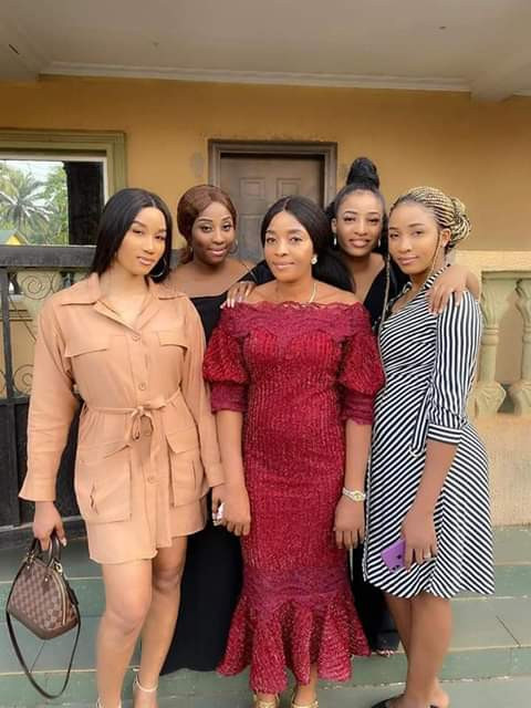 Lovely photo of a Nigerian newscaster and her four daughters who look more like sisters