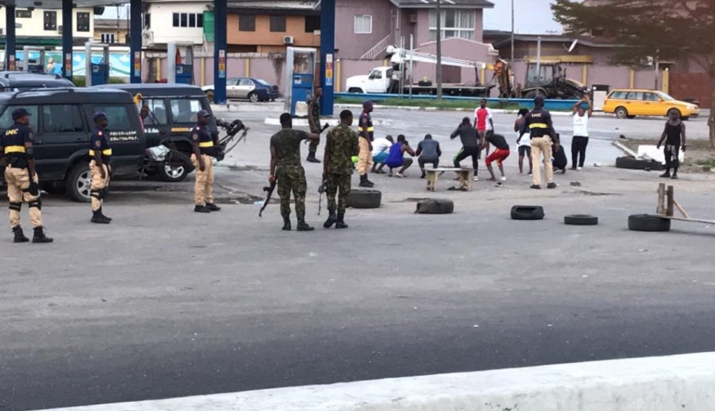 Lagos residents punished by soldiers after coming out to exercise despite lockdown order (photo)