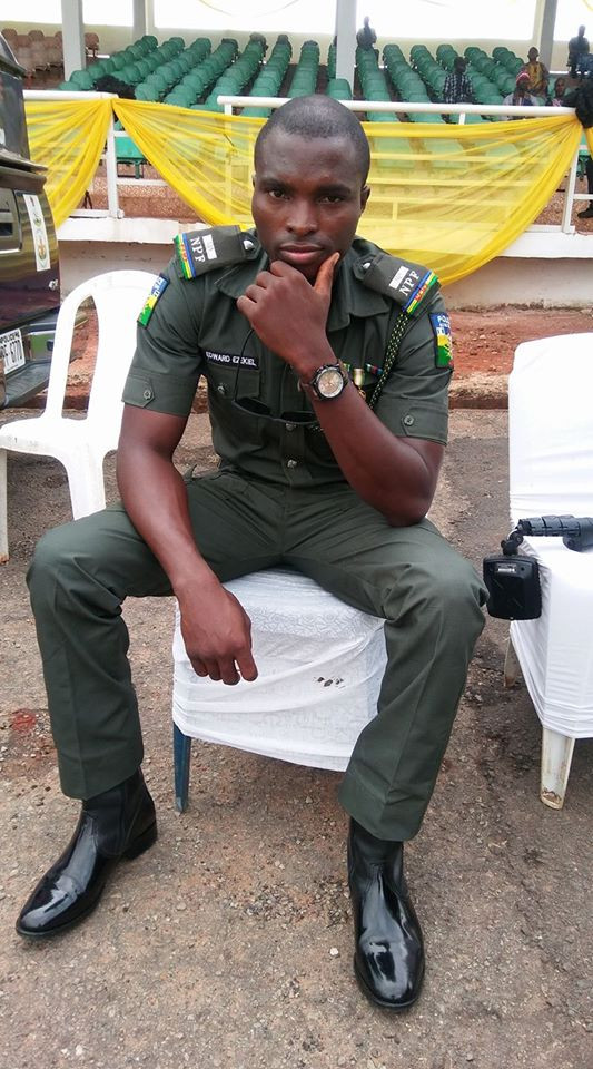 Coronavirus: Nigerian police officer narrates how he gave money to a woman who told him about the challenges she