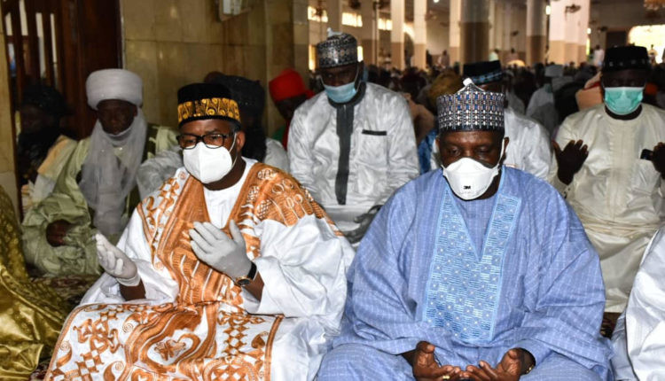 Governor Bala Mohammed attends crowded Juma'at service after recovering from Coronavirus (photos)