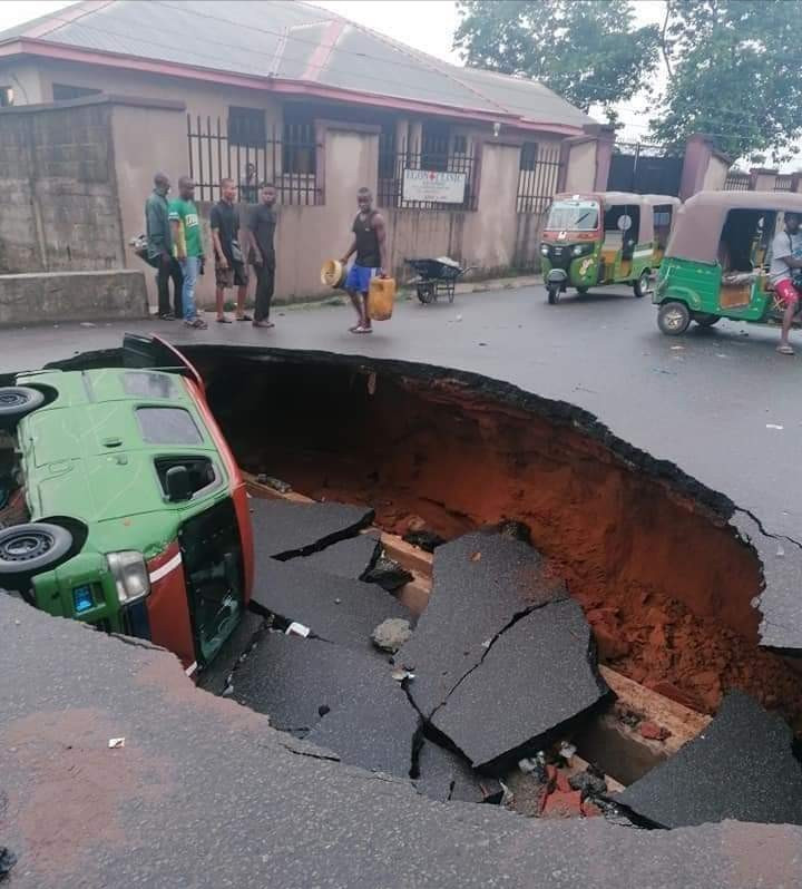 Sinkhole appears in the middle of a road in Ogbor Hill, Aba, following heavy downpour (photos/video)
