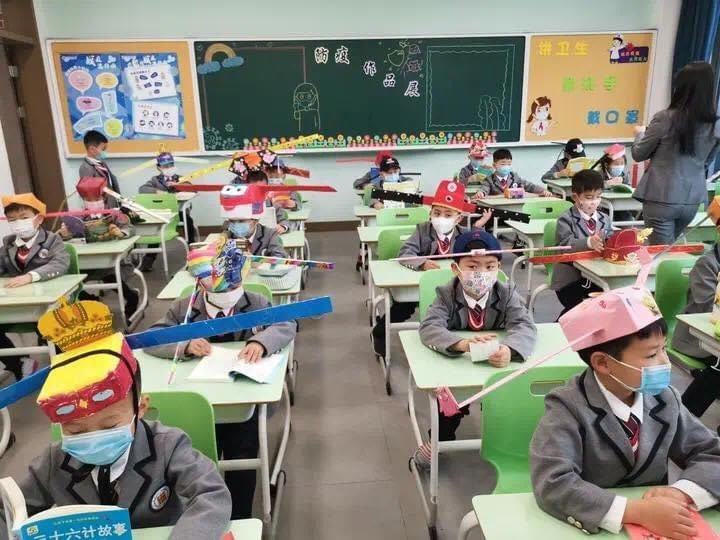 Students wear social distancing headgears to class as schools resume in China (photos)