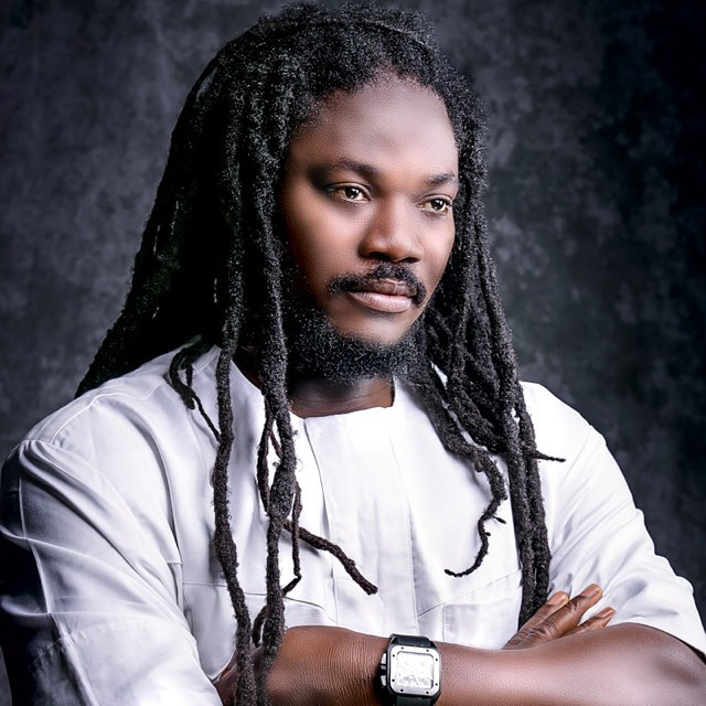 Daddy Showkey recounts how he was abandoned by friends he helped after an accident; says he had let go of pride to start all over again (video)