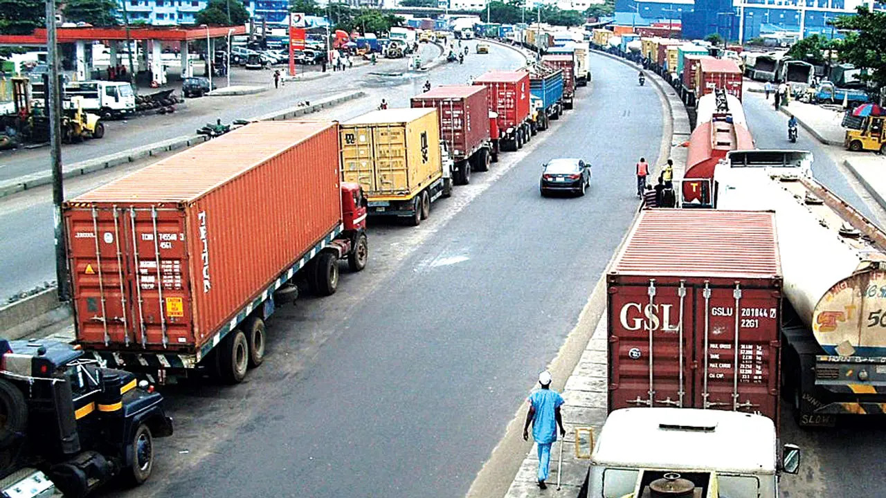 Osun apprehends Northern travellers hiding in trucks carrying essential goods
