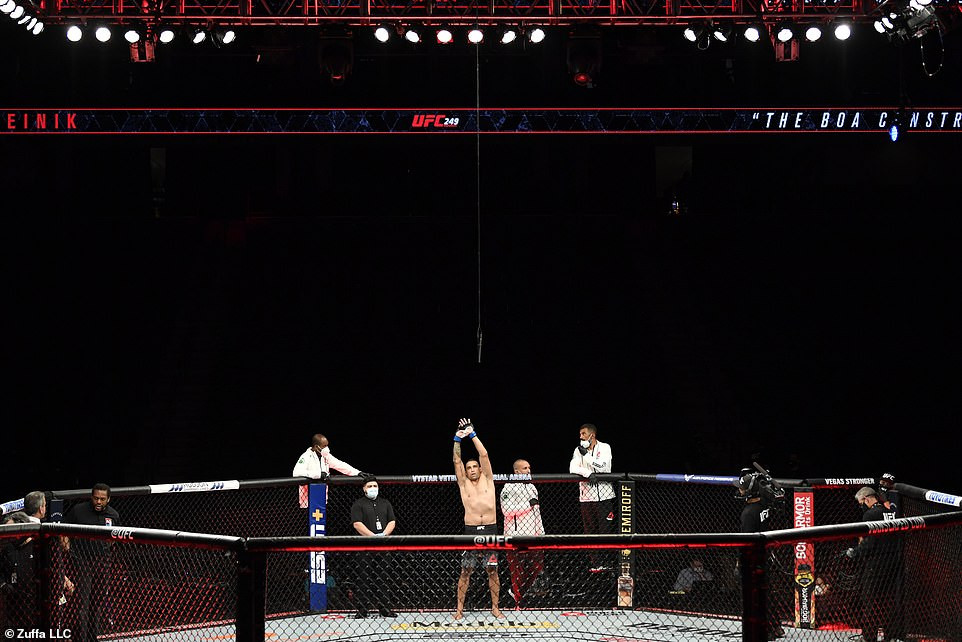 First major U.S sporting event returns as UFC 249 takes place in an empty Florida arena amid coronavirus pandemic (photos)