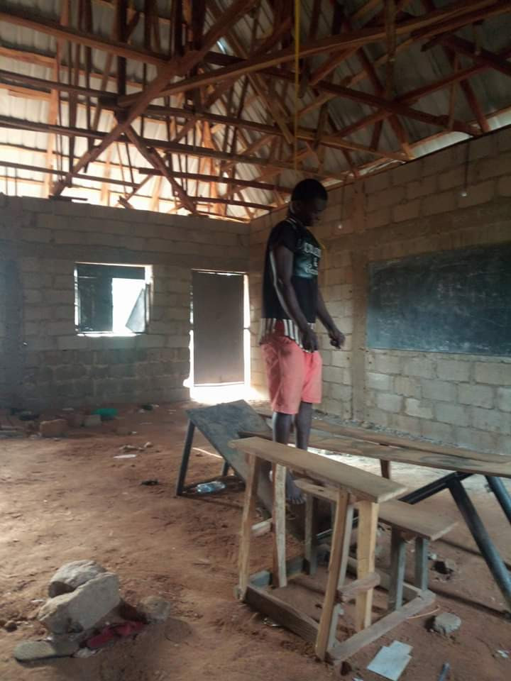 30-year-old man hangs himself in a classroom in Nasarawa (graphic photos)