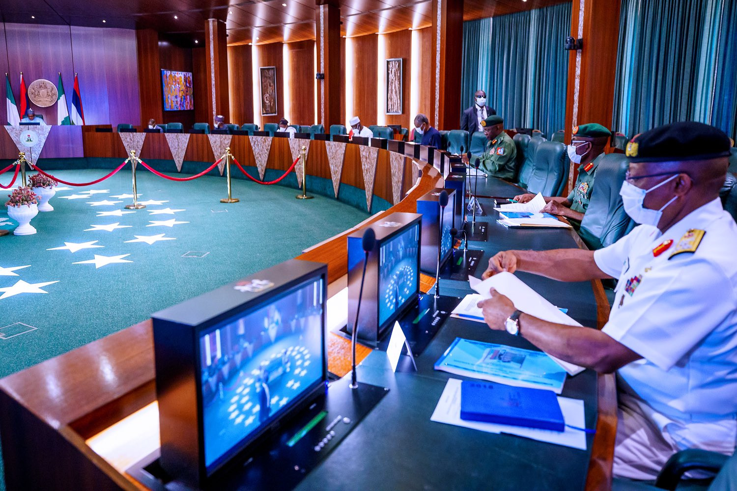 President Buhari summons security chiefs over recent security challenges in some part of the country (photos)