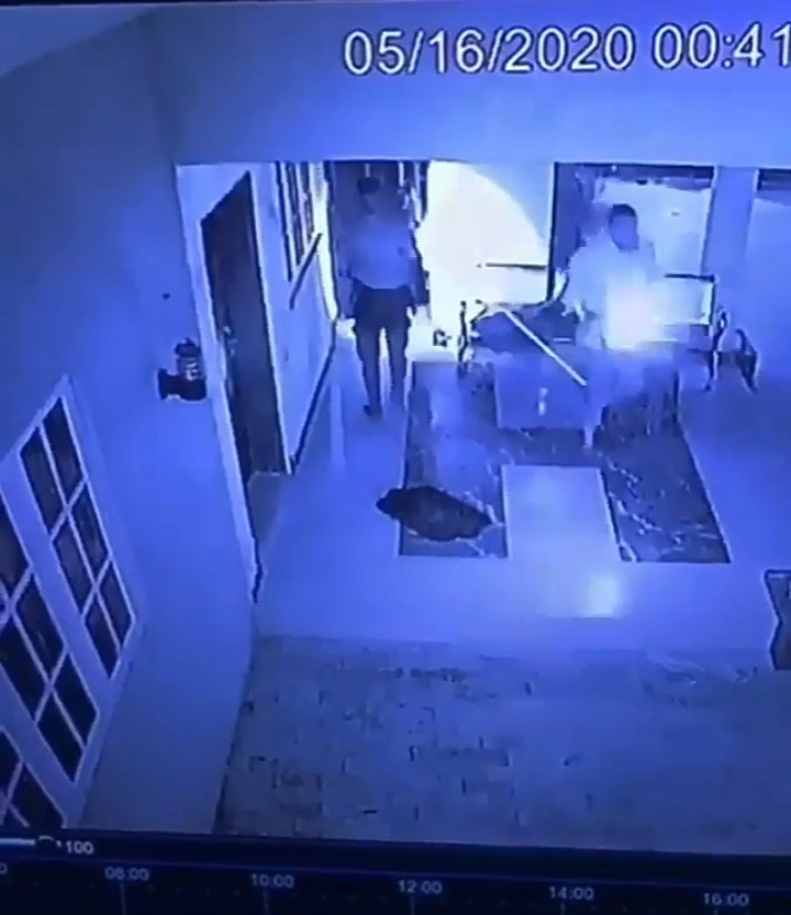 Moment 7 thieves scaled fence and broke into homes in northern Nigeria to rob (video)