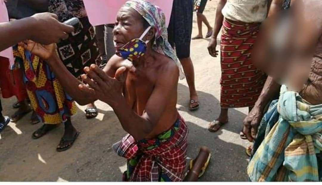 Ogoni women protest half-naked as they ask Governor Wike to release manager of demolished hotel who allegedly tested positive for Coronavirus (photos)