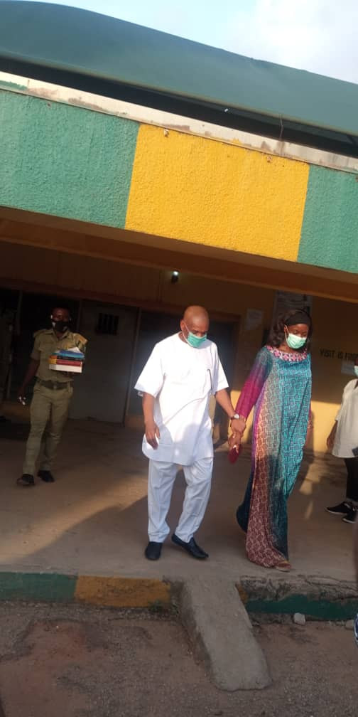 Senator Orji Uzor Kalu released from Kuje prison (photos)
