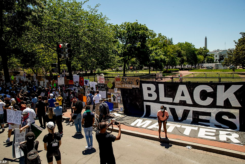 Black Lives Matter protesters turn White House fence to mural