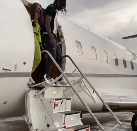FG suspends aviation company that flew Naira Marley to Abuja for his drive-in concert (video)