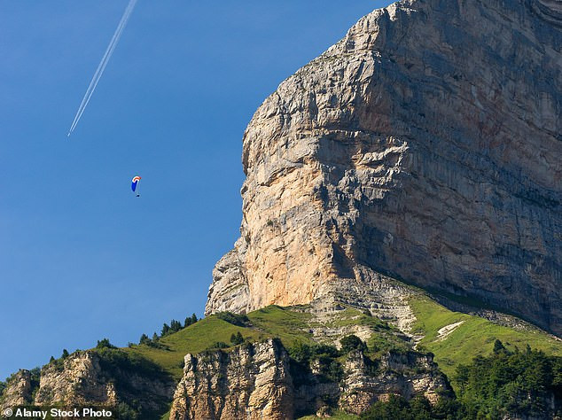 French climber, Luce Douady,16, dies after falling off cliff (photos)