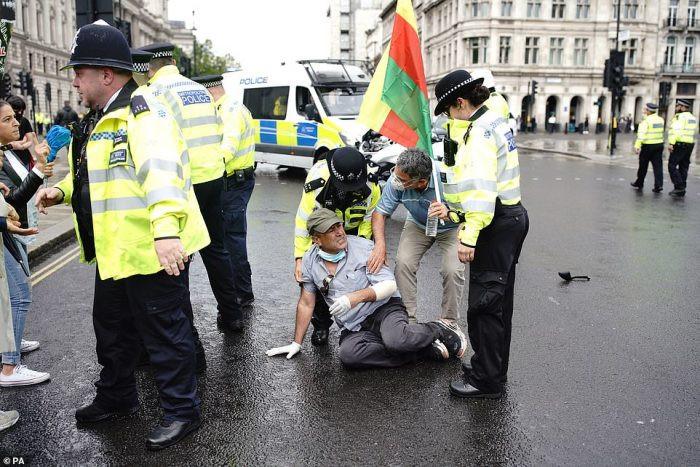 UK PM, Boris Johnson involved in a car crash outside Parliament (video/photos)