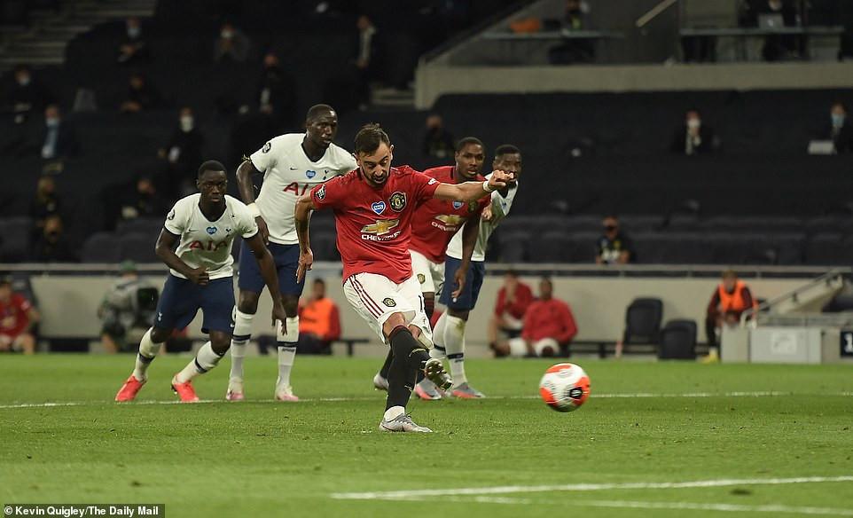 Tottenham 1-1 Man Utd - Bruno Fernandes' late penalty keeps Man U ...