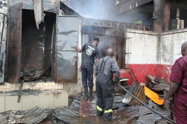 Fire razes Oba market in Benin (photos/video)