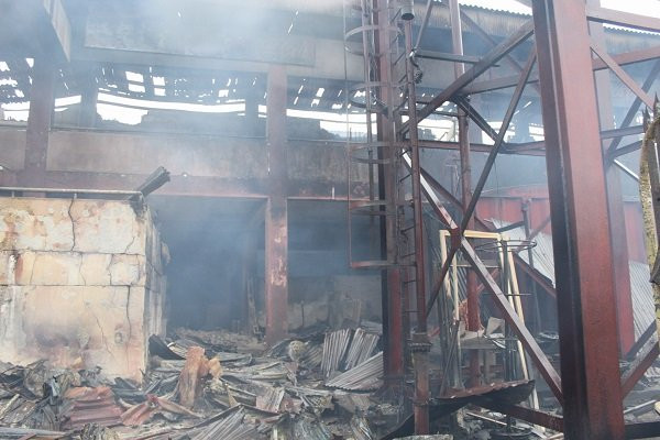 Fire razes Oba market in Benin (photos/video)