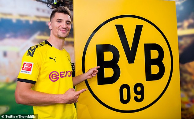 Belgian star, Thomas Meunier signs for Borussia Dortmund from PSG after turning down Man United and Chelsea?