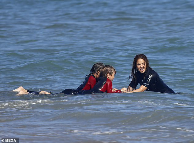 Shakira enjoys fun day with her two sons at Barcelona beach  (photos)