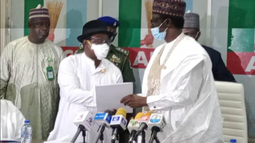 Giadom hands over leadership of APC to Governor Buni