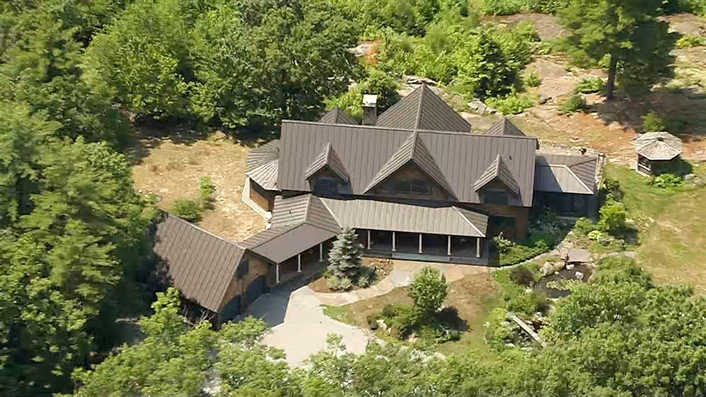 See the mansion where Ghislaine Maxwell was hiding before FBI arrested her for grooming underage girls for Jeffrey Epstein (photos)