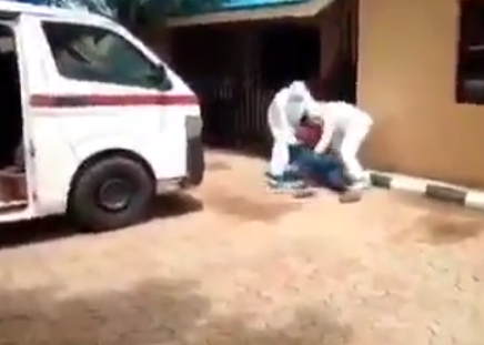 Nigerian man wrestles with health officials trying to evacuate him to an isolation center (video)