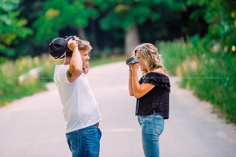 Photographer sets up blind date photoshoot between man and woman who were meeting for first time and it went better than expected (photos